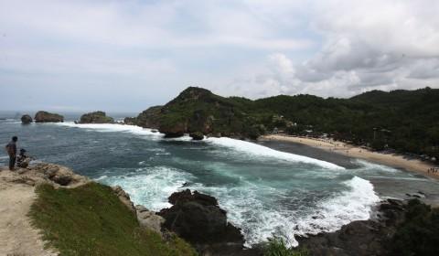118 Orang Terseret Arus Pantai Selatan Gunungkidul