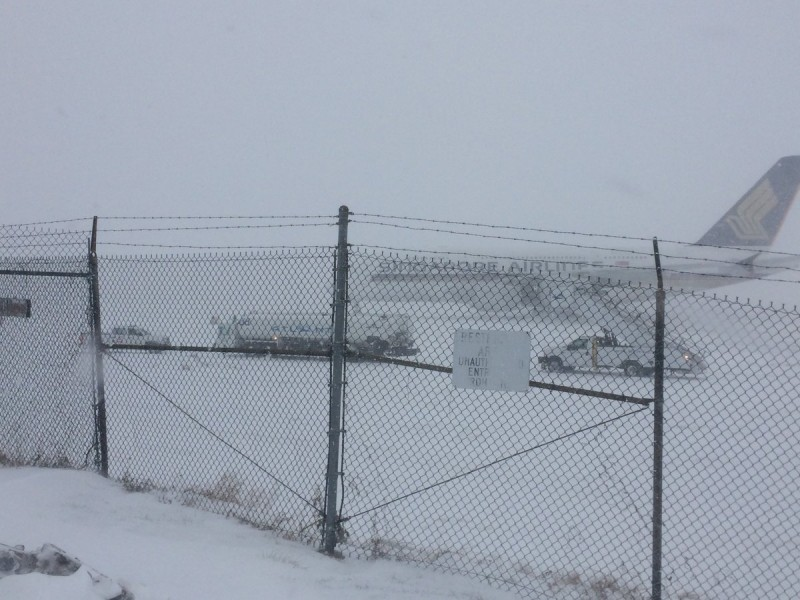 Bandara Internasional Stewart juga ditutup karena badai salju. (Foto: Twitter)