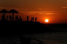 Menikmati Sunset di Pantai Lampuuk Aceh