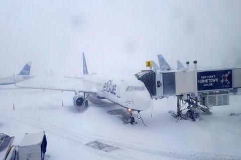Cuaca Ekstrem, Bandara AS dan Kanada Kesulitan Beroperasi