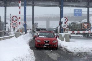 Ribuan Pengemudi Terjebak Salju, Spanyol Kerahkan Militer