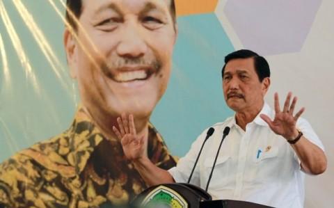Menko Luhut Larang Menteri Susi Tenggelamkan Kapal Lagi