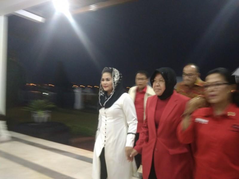 Puti Guntur Sukarno setibanya di Bandara Juanda. Medcom.id/Hadi