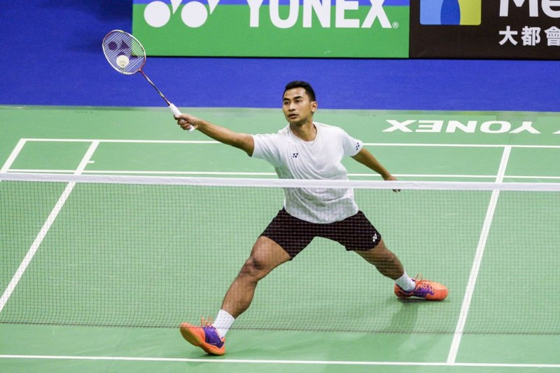 Aksi Tommy Sugiarto saat tampil di Hong Kong Open (Foto: AFP PHOTO / ISAAC LAWRENCE)