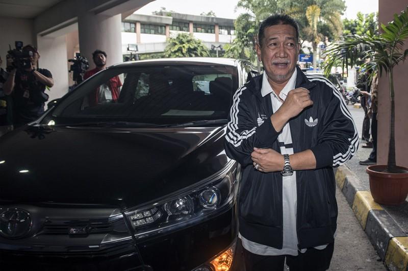 Bakal calon Gubernur Jawa Barat Deddy Mizwar saat tiba di RS Hasan Sadikin untuk jalani pemeriksaan kesehatan di Bandung, Jawa Barat -- ANT/M Agung Rajasa