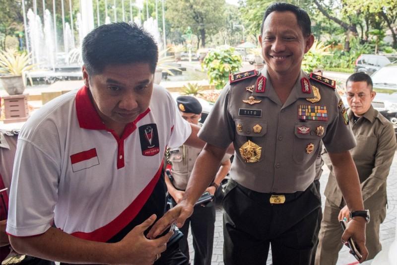 Maruarar Sirait (kiri) saat menjadi Ketua Panitia Pengarah Piala Presiden 2015 lalu (ANTARA FOTO/M Agung Rajasa)