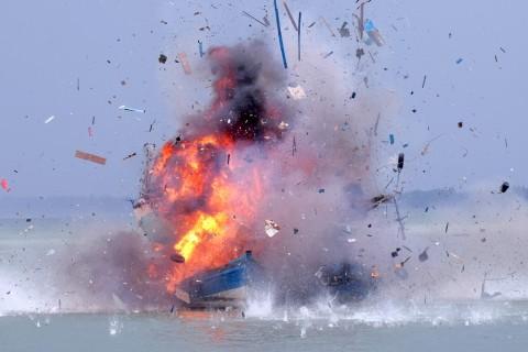 Penenggelaman Kapal Pencuri Ikan Sesuai UU Perikanan