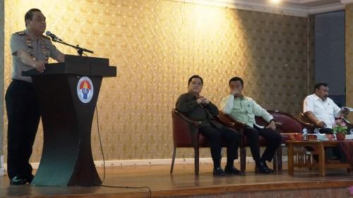 Chief de Mission Asian Games 2018 Syafruddin (kiri) berbicara di