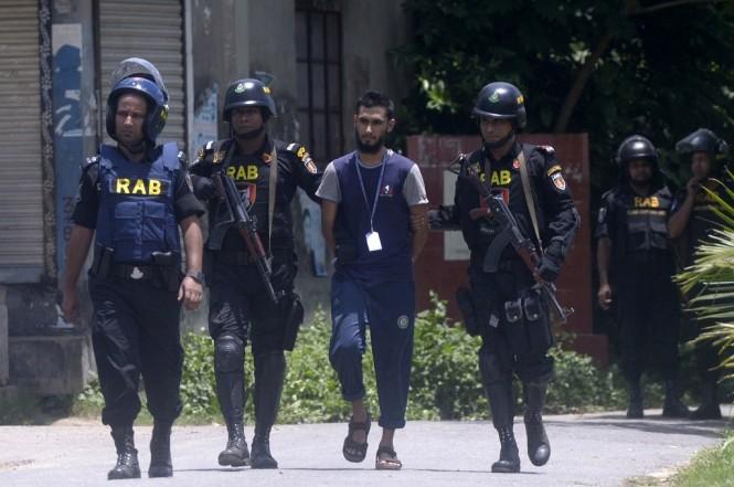 Unit khusus RAB dari kepolisian Bangladesh di Ashulia, 16 Juli 2017. (Foto: AFP/STR)