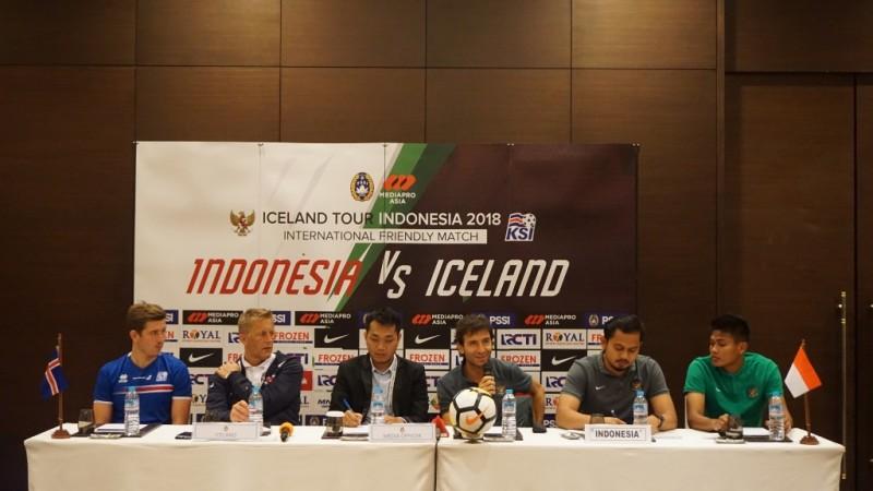Pelatih Luis Milla sedang menjawab pertanyaan wartawan dalam jumpa pers jelang laga Timnas Indonesia vs Islandia. (Foto: Kautsar Halim/Medcom.id)