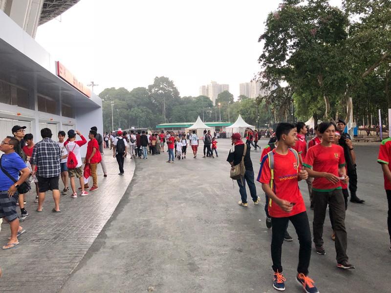 Suporter timnas Indonesia mulai memadati SUGBK. (Foto: Riyan/Medcom/Metrotvnews)