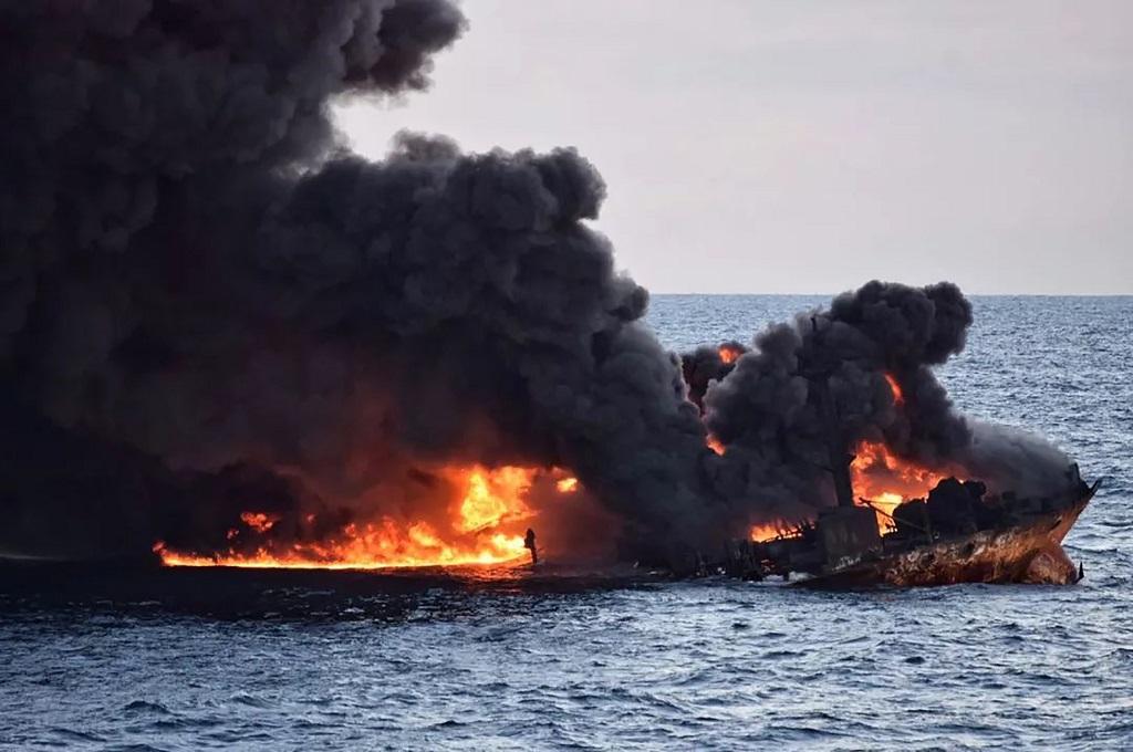 Sanchi yang terbakar selama delapan hari, 14 Januari 2018, usai bertabrakan dengan kapal kargo pada 6 Januari di lepas pantai Shanghai, Tiongkok. (Foto: AFP/Transport Ministry of China)