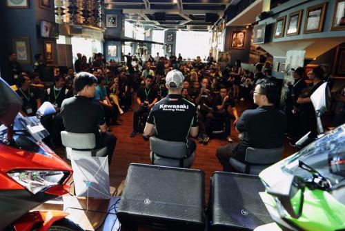 Jonathan Rea bertemu penggemar di Jakarta. KMI