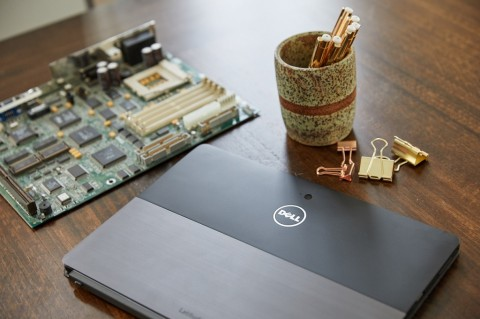 Dell Daur Ulang Komputer Bekas Jadi Perhiasan Emas