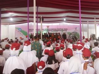 Jokowi Bagikan 1.784 KIP di Pekalongan