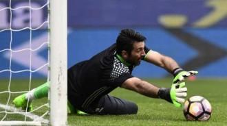 Buffon Jatuh Sakit Usai Italia Gagal ke Piala Dunia