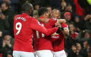 Bantai Stoke, United Pangkas Jarak dengan City