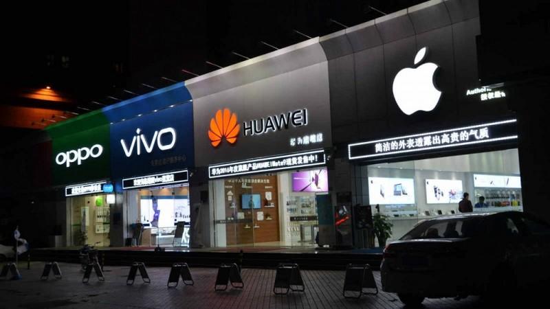Tiongkok menjadi pasar smartphone terbesar di dunia sekaligus yang sudah sangat sesak dijejali banyak sekali vendor smartphone lokal.