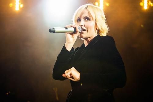 Dolores saat tampil bersama The Cranberries di London, 2010.