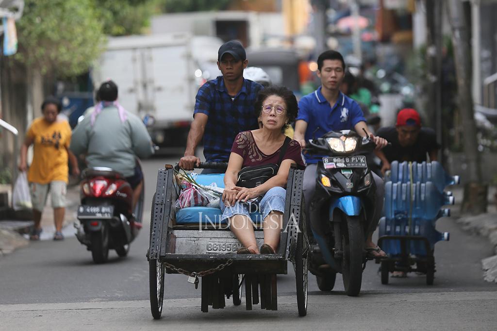 Anies: Becak akan Jadi Angkutan Kampung