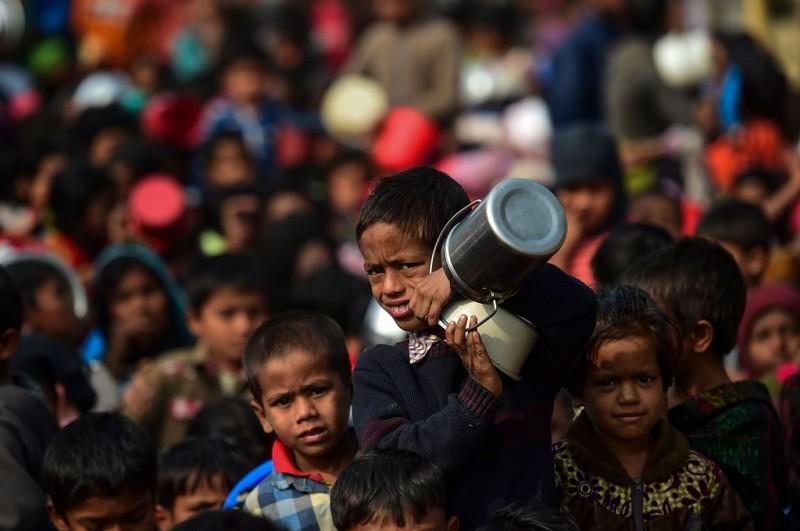 Pengungsi Rohingya berada di kamp Thankhali, Bangladesh, 12 Januari 2018. (Foto: AFP/MUNIR UZ ZAMAN)