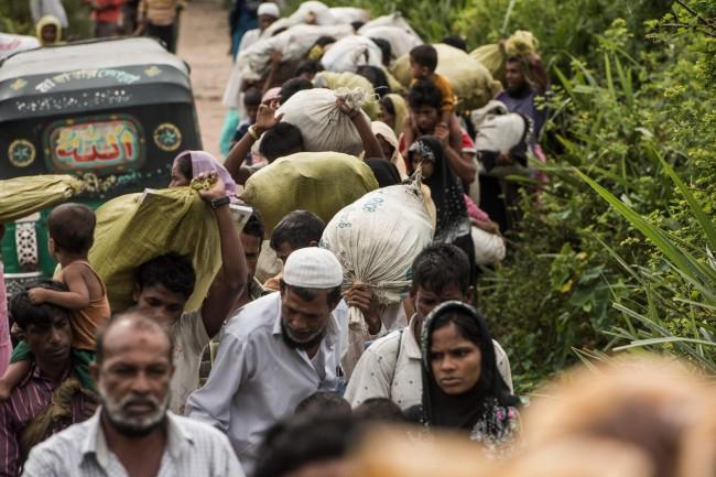Pengungsi Rohingya yang berada di perbatasan Bangladesh. (Foto: AFP)