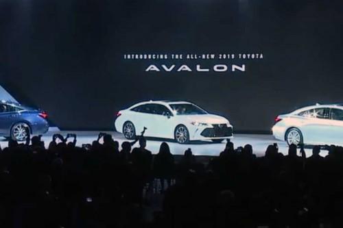 toyota perkenalkan Avalon 2019 di Detroit Auto Show. Autoguide