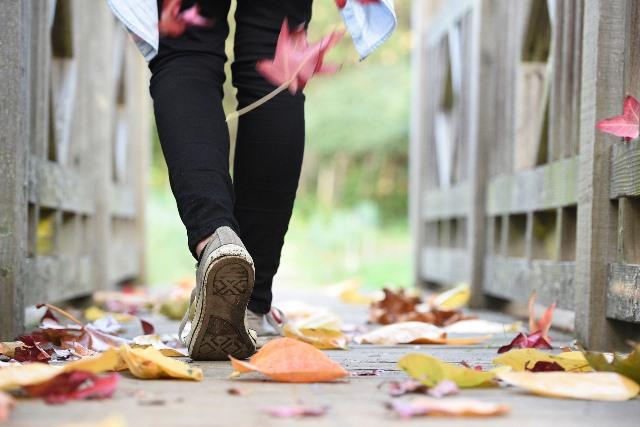 Studi menunjukkan bahwa berjalan setiap hari dibarengi diet sehat dapar meningkatkan angka harapan hidup paling sedikit 5-7 tahun. (Foto: Pixabay.com)