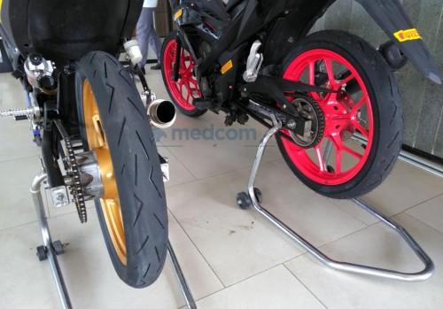 Ban Pirelli Diablo Rosso Corsa II untuk balap motor bebek.