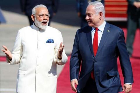 PM India Narendra Modi (kiri) dan PM Israel Benjamin Netanyahu