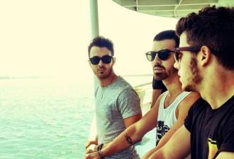Jonas Brothers Beri Sinyal Kembali