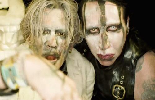 Marilyn Manson dan Johnny Depp di salah satu video klip (Foto: