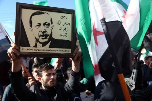 Warga Suriah di Azaz, mendukung serangan Turki terhadap pihak