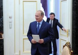Putin Menceburkan Diri ke Danau Es