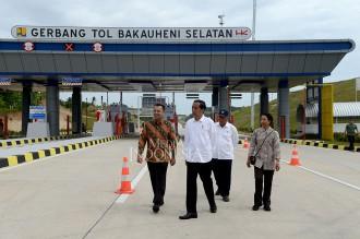 Jokowi Resmikan Tol Pertama di Lampung