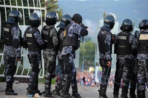 Polisi antihuru-hara di Honduras. (Foto: AFP)