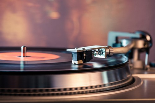 Piringan hitam kini tengah dalam perburuan para pecinta musik