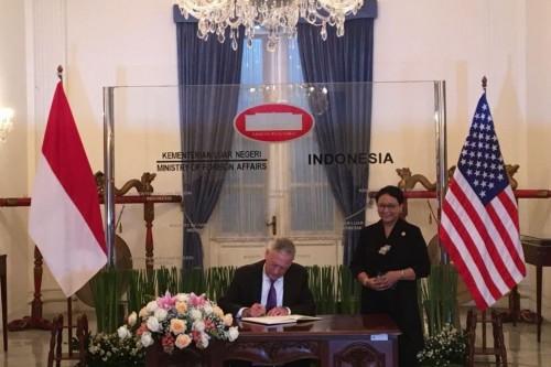 Menlu Retno Marsudi menerima kunjungan Menteri Pertahanan