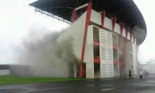 Kepulan asap di Stadion Sultan Agung Bantul-Medcom.id/Ahmad