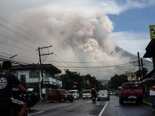 Gunung Mayon di Filipina meletus mengakibatkan 56 ribu warga