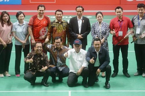 Presiden Joko Widodo, didampingi sejumlah menteri kabinet kerja