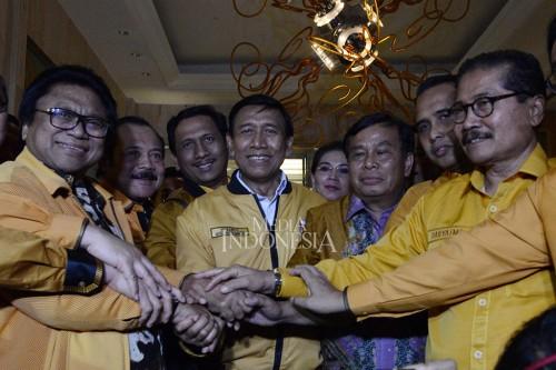 Ketua Dewan Pembina Wiranto duduk bersama dengan kedua Ketua