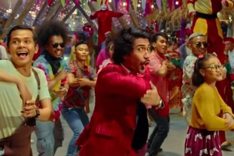 Simak Reza Rahadian Bernyanyi di Teaser Terbaru Benyamin Biang Kerok