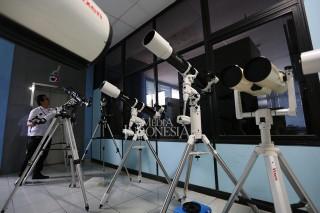 Jelang Gerhana Bulan Total, Planetarium Jakarta Siapkan 16 Teleskop