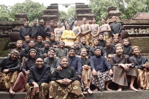 Jelang Syuting, Hanung Bagikan Foto Para Pemain dan Kru Film Sultan Agung