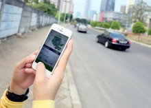 Pengemudi Taksi Online Mengeluh Sulit Urus Izin Operasional