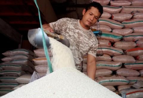 Stok Beras di Pasar Cipinang Menurun