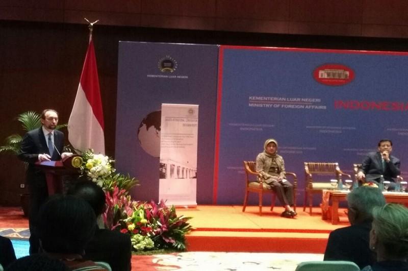 KT HAM PBB Zeid Raad Al Hussein memberikan keterangan di Kemenlu, Jakarta, 5 Februari 2018. (Foto: Marcheilla Ariesta)