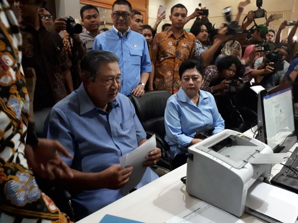 Presiden ke-6 Susilo Bambang Yudhoyono (SBY) mendatangi Badan Reserse Kriminal (Bareskrim) Mabes Polri. Foto: Medcom.id/Faisal Abdalla.