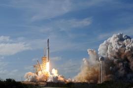 Roket Terkuat Dunia Meluncur ke Angkasa